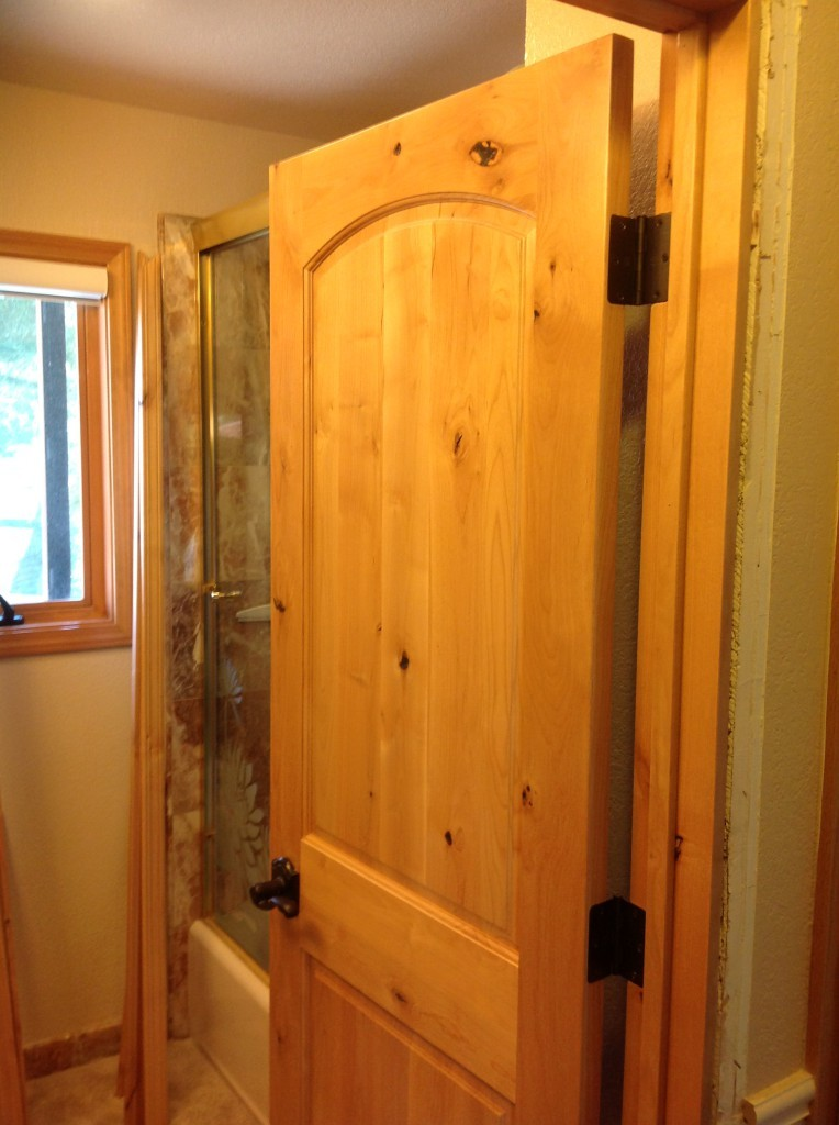 knotty-alder-interior-door-2